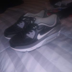 Air max 90s size: 3 Youth